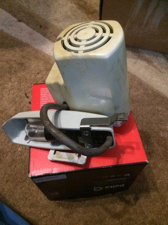 Motor com pedal de máquina marca  SINGER.