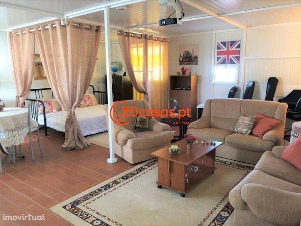 Prédio com 2 apartamentos e 2 anexos em Quarteira, Algarve
