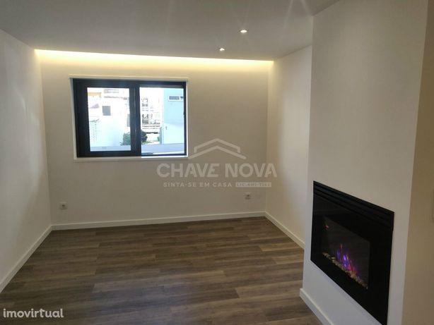 Apartamento T1 Todo renovado a 50 metros da praia - Póvoa