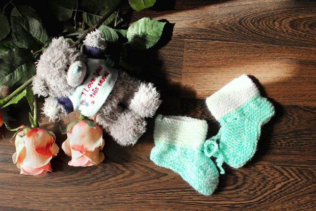 продам топики на новорожденного (носочки,ботиночки)ручная работа