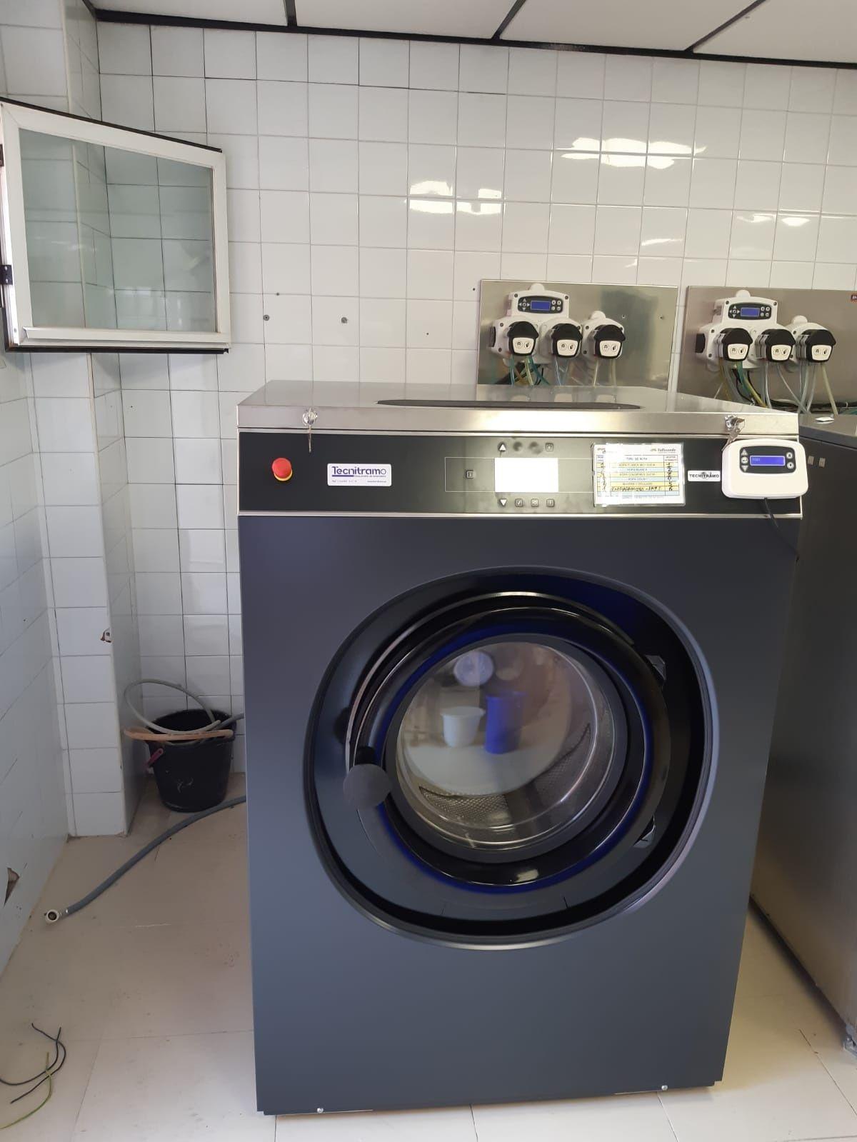Máquina para lavandaria ocasião e doseadores self service