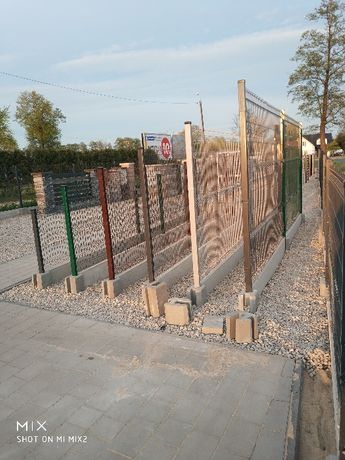 Panele ogrodzeniowe OC+RAL fi4mm wysokość 1230mm+ podmurówka Komplet