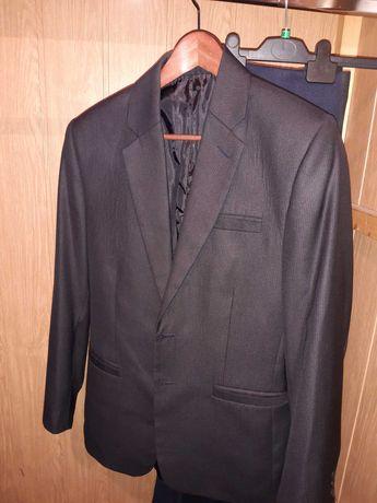 Dwuczęściowy czarny garnitur rozmiar M