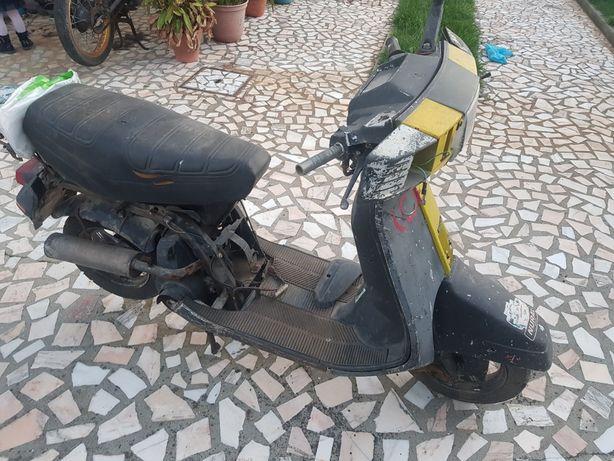 Scooter Peugeot para peças