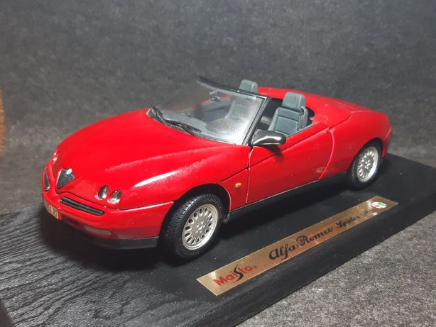 Модель Alfa-Romeo Spyder 1/18 Maisto