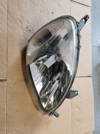 Reflektor Przedni prawy Toyota Yaris