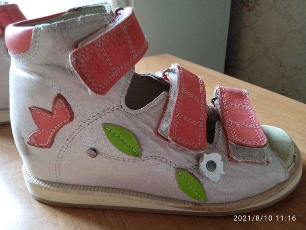 Ортопедические сандалии. Изготовлены по заказу.