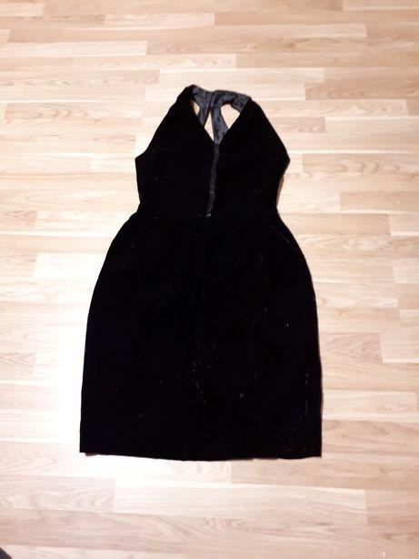 Sukienka zamszowa czarna z lekkim bordowym połyskiem rozmiar 40
