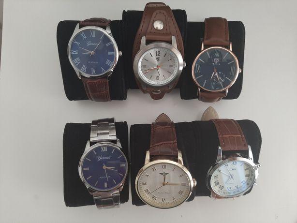 Vários relógios homem