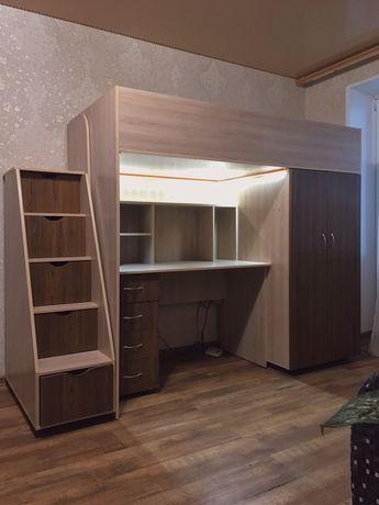 Стенка с шухлядами, столом шкафом и кроватью (с матрасом)