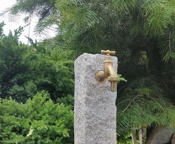 Kran ogrodowy kamień naturalny głaz granit