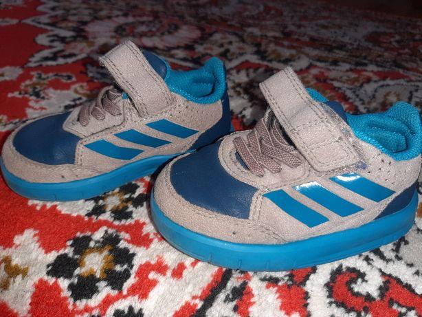кросівки взуття 20 р.