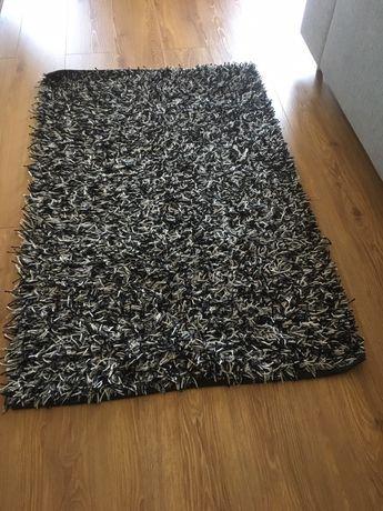 Tapete Gato Preto 1 x 1,55 m, usado, em bom estado