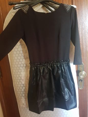Vestido preto com ecopele