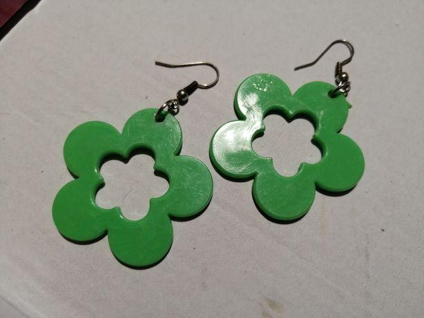 Женские зеленые сережки