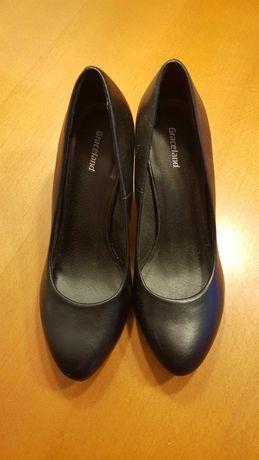 Czarne buty na obcasie,Deichmann