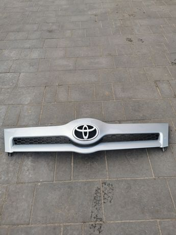 Atrapa grill przód przednia zderzaka Toyota Corolla verso 04-06r 8s1