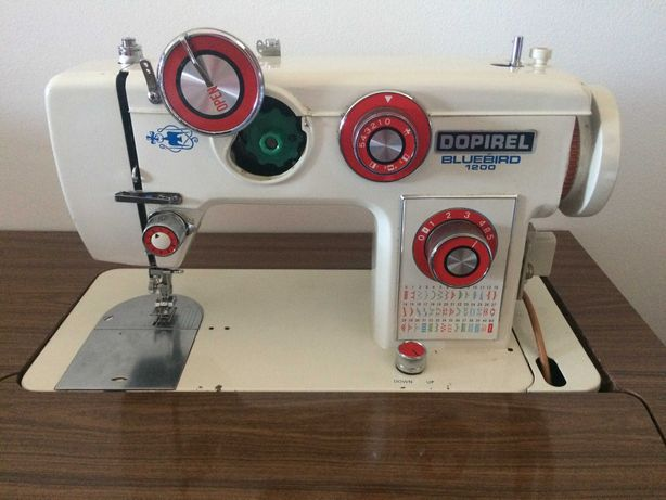 Máquina de Costura Bluebird 1200 + Mesa