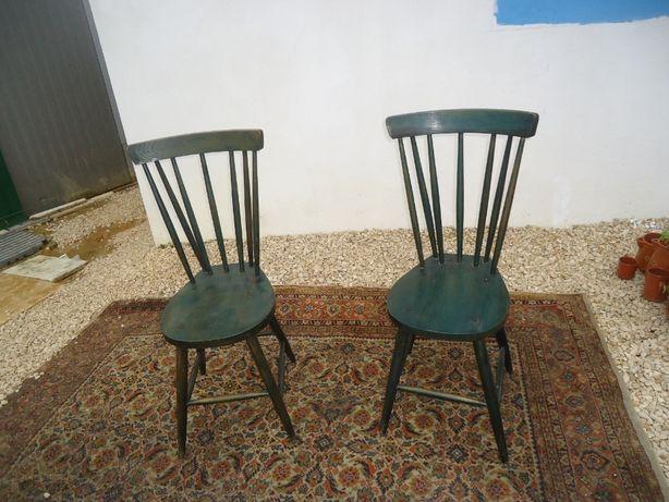 Cadeira em Madeira rabo de peixe