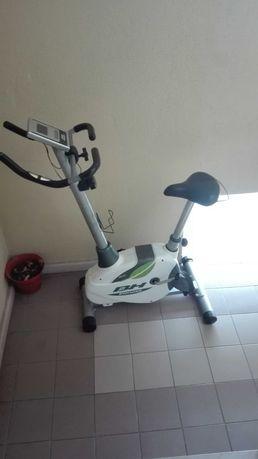 Bicicleta estática de ginástica