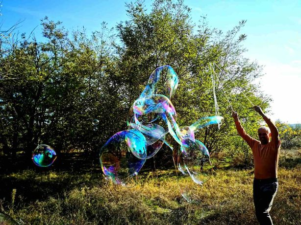 Раствор для гигантских мыльных пузырей.