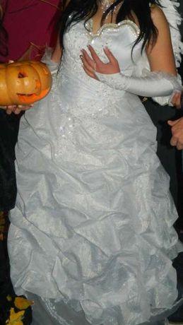 Продам шикарное свадебное платье срочно! Недорого! Перчатки и фата в !