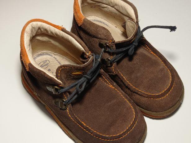 Демисезонные брендовые ботинки на ребенка