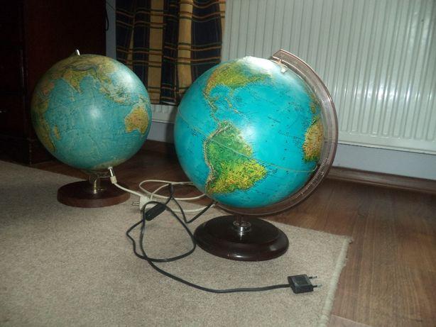 Dwie lampki-globusy.