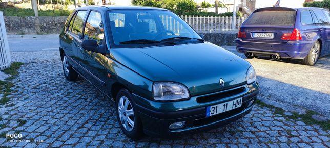 Renault clio com direçao assistida