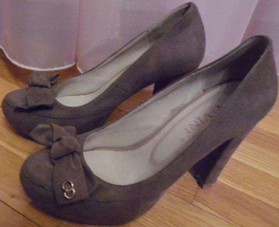 туфлі на каблуку, замшові, 25 см,тілесно-коричноватого кольору