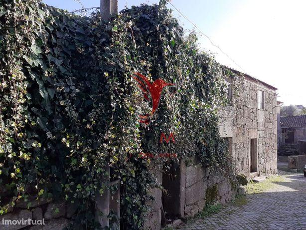 2 Casas estilo Beirã em Pedra Com Terreno - Figueiró da Granja