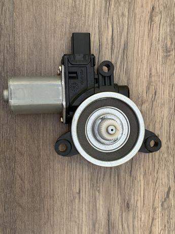 Продам моторчик подъемник стекла правый передний Mazda CX5