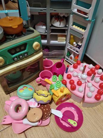 Холодильник и печка Play and home, торт