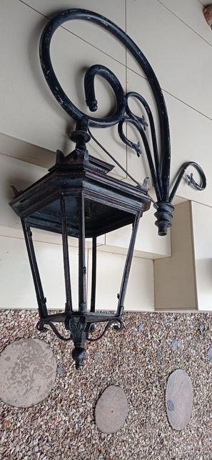Zabytkowa lampa uliczna pastorał