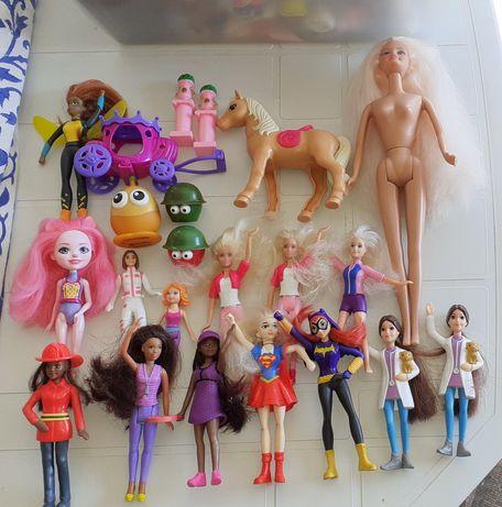Coleção de diversos bonecos