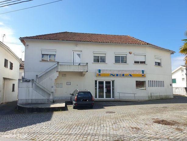 Prédio de habitação e comércio - Barroselas