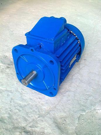 Продам Электродвигатель 4АМ100L4 4кВт 1500 об.мин. фланец. новый.