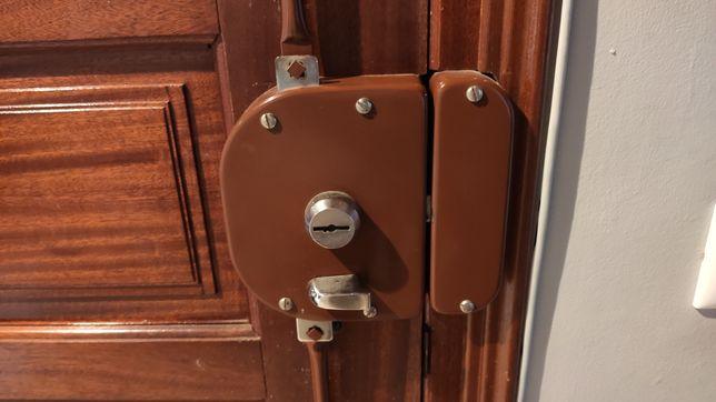 Fechadura de alta de segurança FCA e 2 trancas + 2chaves