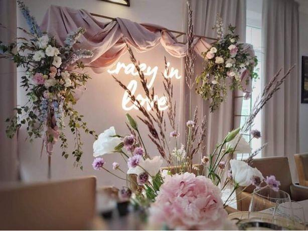 Dekoracje, napis led, ledon, ścianka weselna, Crazy in love