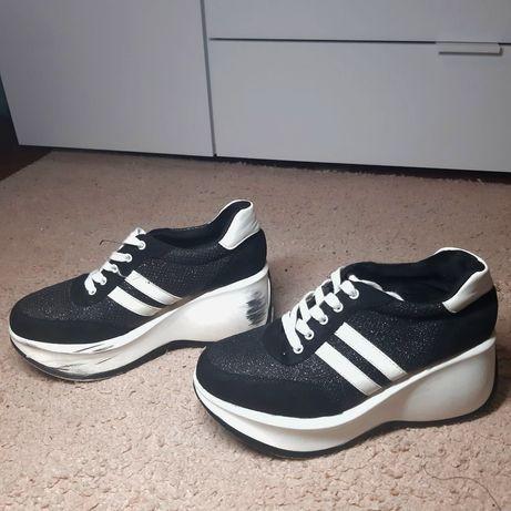 Кроссовки на высокой подошве 38 размер