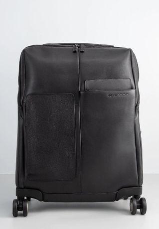 Piquadro walizka na kółkach kabinowa rozmiar 55 cm kolor czarny. Skóra