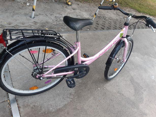 Fajny rowerek dziewczęcy, kola 24 cale,3 biegi w piascie, fajny kolor