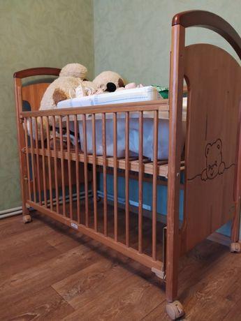 Продам детскую деревянную кроватку+ ванночка и пеленальный столик