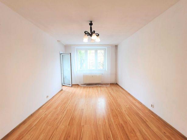 Fajne, duże 2 pokojowe w bloku z osobną kuchnią.