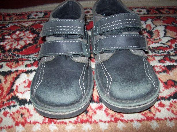 осінні чобітки для хлопчика 27 розмір в прекрасному стані