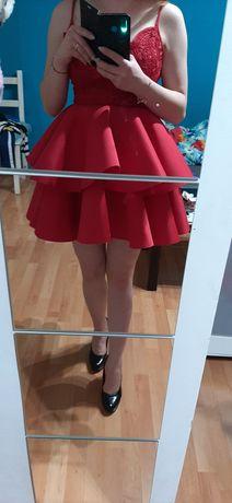 Sukienka czerwona na ramiączka