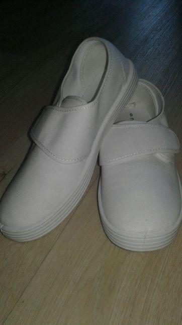 Белые кеды-мокасины-парусиновые туфли. Унисекс. Пролетели с размером.