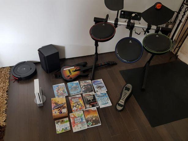 Konsola Wii z 10 grami, perkusjom, gitarą i mikrofonem