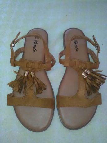 Nowe sandaly rozmiar 39