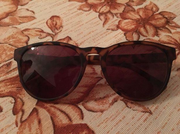 Óculos de sol semi novos marca kypers
